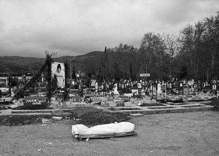 عکس/ خاکسپاری غریبانه جانباختگان کرونا