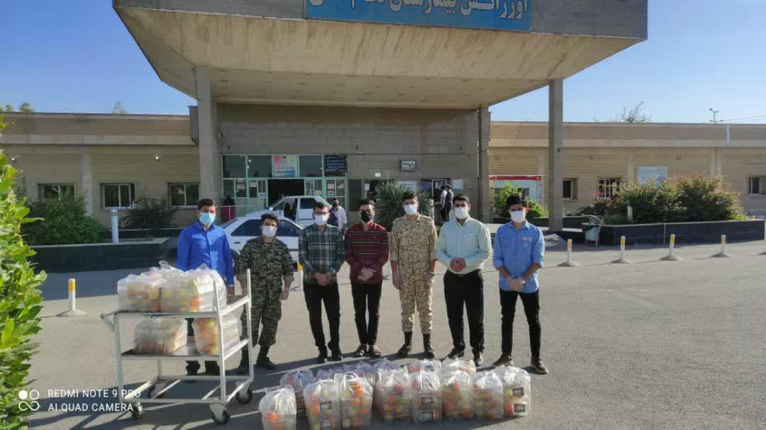 توزیع ۴۰۰ پکیج بسته بندی میوه برای بیماران کرونایی