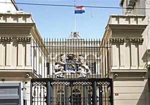 تلاش نافرجام وابسته نظامی هلند برای خارج کردن بسته مشکوک از خاک ایران